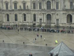 2007 Paris, the queue at Louvre